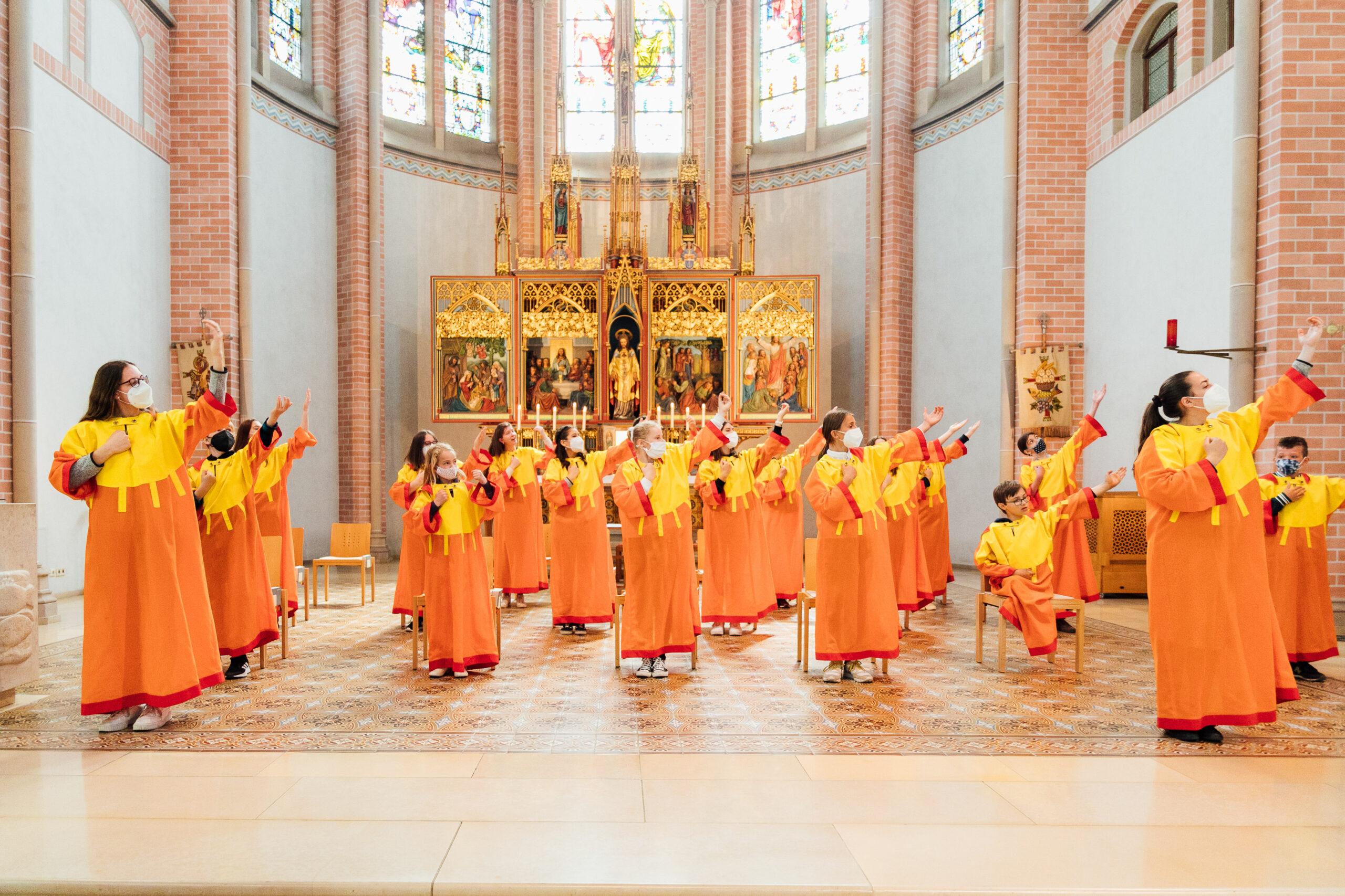 KISI Chor singt Erstkommunion