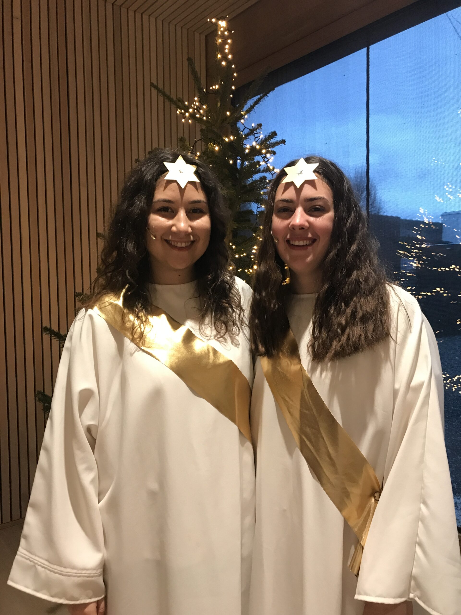 Christina und Miriam als Engel Himmlische Aufregung